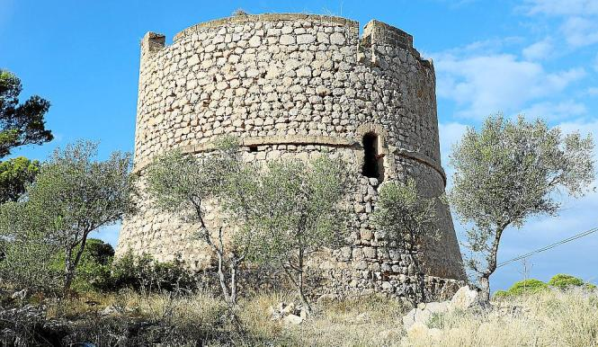 PORT D'ANDRATX. PATRIMONIO. La Mola, una torre singular.