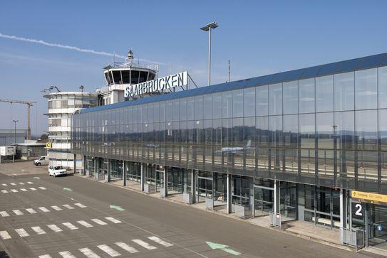 Blick auf den Flughafen Saarbrücken.