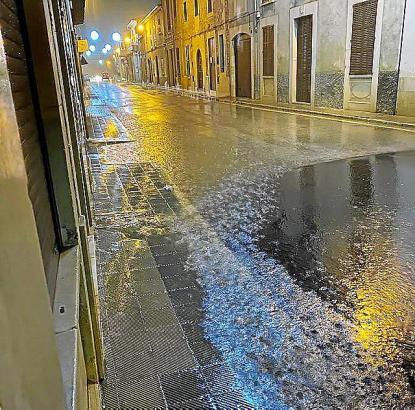 Das Regenwasser konnte nicht abfließen.