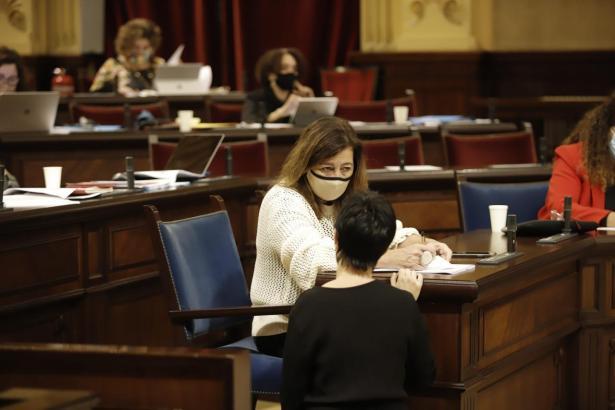 Francina Armengol im Balearen-Parlament.