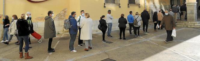 Besonders groß war der Andrang vor der Fischhalle des Mercat d'Olivar.