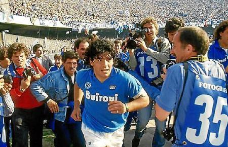 Der Fußballer Maradona begeisterte die Massen.