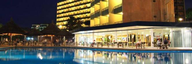 Blick auf das Hotel Beverly Playa.