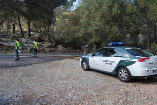 Die Guardia Civil bei einer Verkehrskontrolle auf der MA-10.