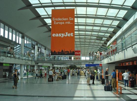 Blick in die Halle des Flughafens Dortmund.