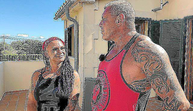 Caro und Andreas Robens erneuern nach zehn Jahren ihr Eheversprechen auf Mallorca.