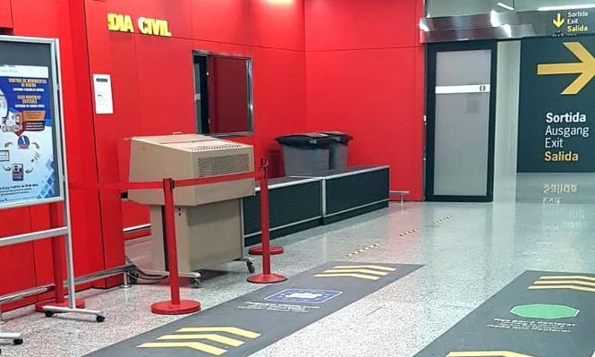 Die Ankunftshalle des Flughafens wurde umgestaltet. Alle Passagiere passieren nun einen einzigen Ausgang, an dem sich eine von der Guardia Civil kontrollierte Zollstelle befindet.