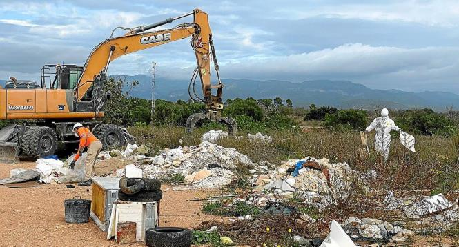 Die Behörden lösten diese illegale Mülldeponie am Camí dels Morts auf.