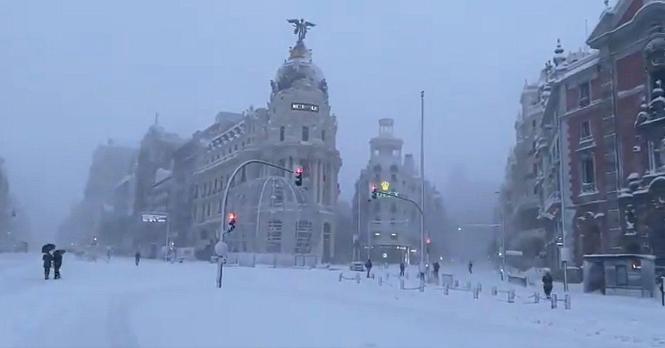 In den kommenden Tagen sind weitere Schneefälle für Madrid vorausgesagt.