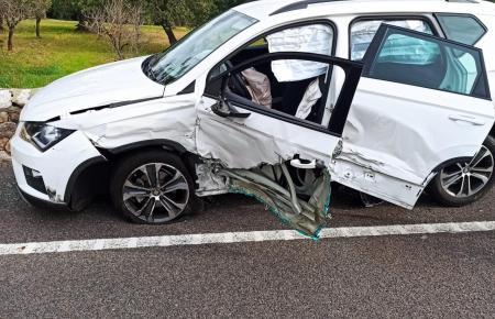 Das Fahrzzeug wurde schwer beschädigt.