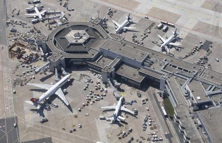 Luftbild vom Flughafen Frankfurt.
