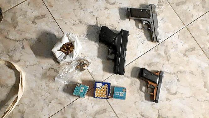 Diese Waffen nebst Munition wurden beschlagnahmt.