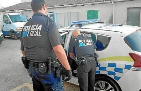 Die Polizei wurde zu einem bizarren Beziehungsstreit gerufen.