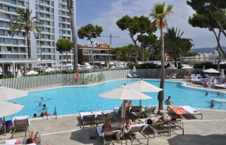 Blick auf das Hotel Meliá Calvià Beach.