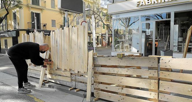 Terrassen müssen in Palma de Mallorca abgebaut werden.