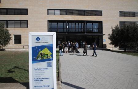 In der Balearen-Universität haben Cafeterías geöffnet.