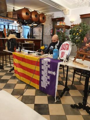 Demonstrations-Organisator Victor Sánchez kündigt den Protest an.