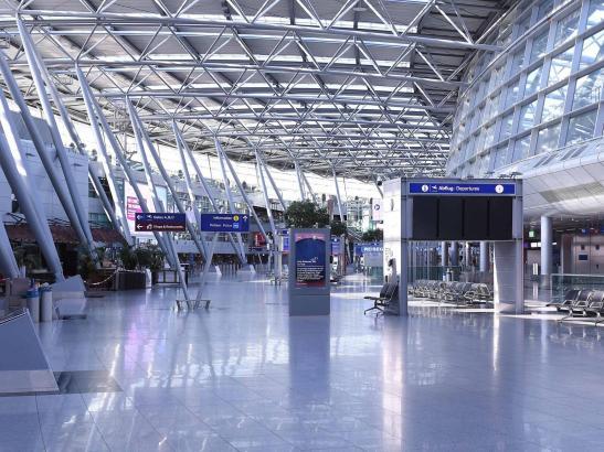 Blick in den Abflugbereich des Flughafens Düsseldorf.
