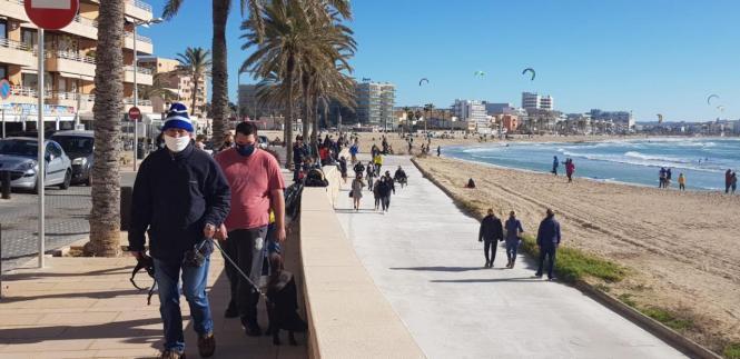 Spaziergänger in Can Pastilla.