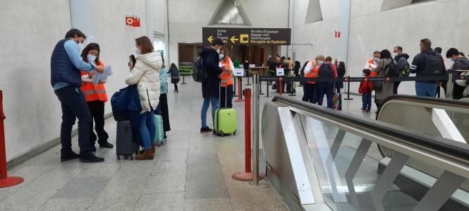Gesundheitskontrollen im Flughafen Palma.