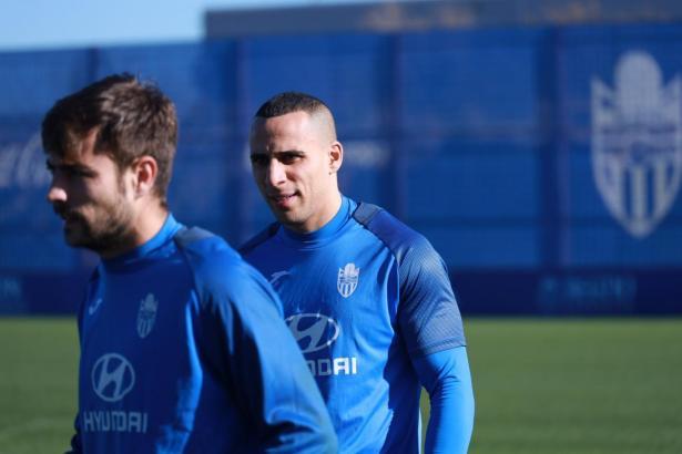 Änis Ben-Hatira (r.) am Donnerstag während des Trainings von Atlético Baleares.