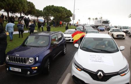 Am Paseo Marítimo wurde trotz Sturm demonstriert.