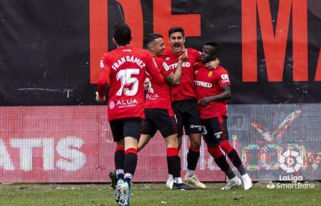 Abdón Prats schreit beim Jubeln seine Freude heraus. Der Real-Mallorca-Stürmer schoss ein Tor selber und war an den anderen beiden Treffern beteiligt.