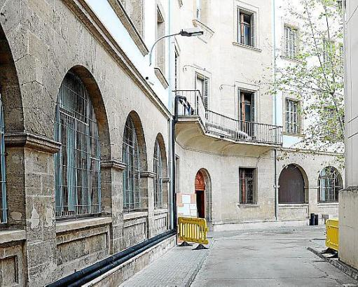 In der Nähe des Juztizgebäudes in der Via Alemania soll die illegale Party stattgefunden haben.