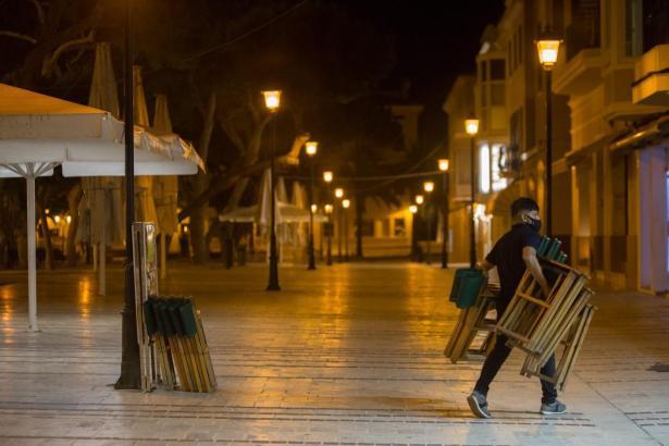 Straßencafés auf Mallorca dürfen zwei weitere Wochen nicht öffnen.