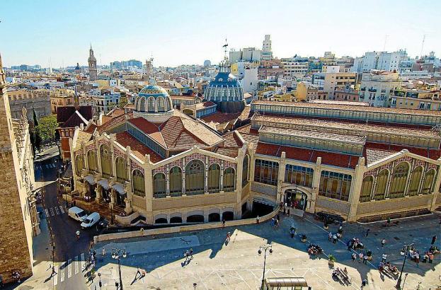 Die große Markthalle von Valencia ist ein beeindruckender Jugendstilbau.