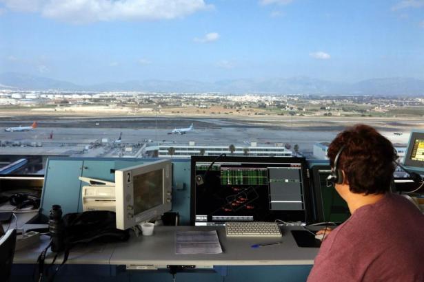 Fluglotsen bei der Arbeit in Spanien.