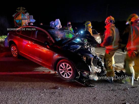 Auf dem Camí Vell de Sineu kam es zu einem schweren Unfall zweier Autos. Die Ermittlungen laufen.