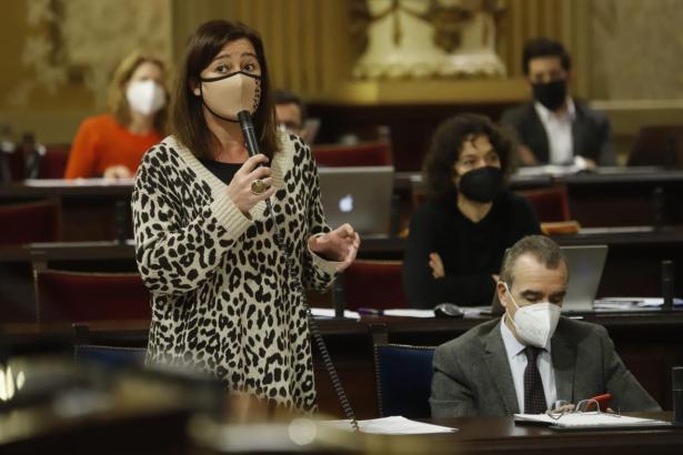 Francina Armengol lobte ihre Corona-Politik, Kritik kam von den Ciudadanos.