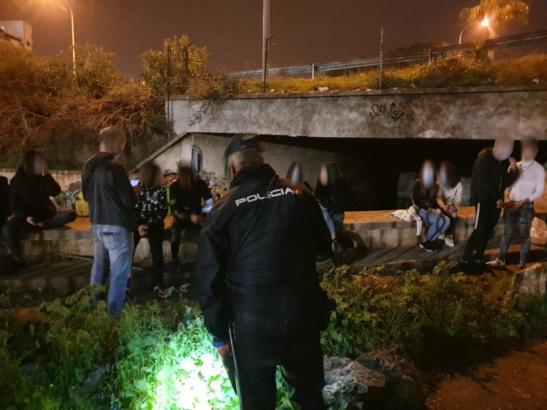 Ein gewöhnlicher Einsatz in dieser Zeit: Die Polizei geht gegen illegale Partys vor.