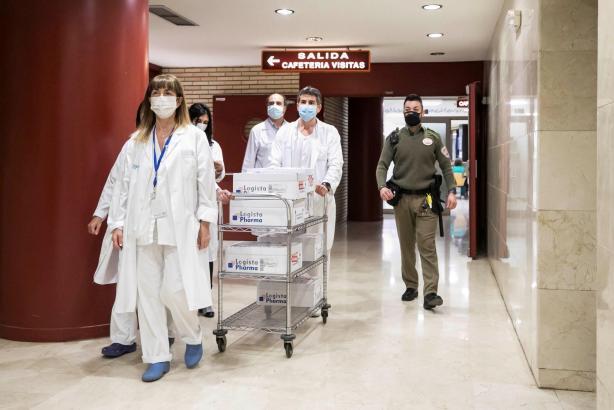 Ankunft auf dem Festland: Mit dem Impfstoff von Astra Zeneca sind nun die drei bisher in der EU zugelassenen Impfstoffe in Spanien im Einsatz.