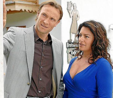 Sophie (Christine Neubauer) und Michael (Bernhard Bettermann) entdecken, dass ihre verstorbenen Partner eine Affäre hatten.