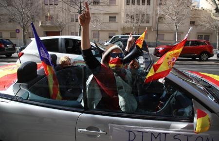 Die Fahrzeuge und Teilnehmer führten zahlreiche Spanienfahnen mit sich.