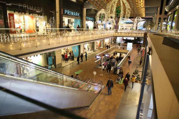 In den Einkaufszentren bleibt die Besucherkapazität auf 30 Prozent beschränkt.