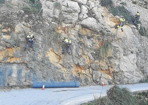 Herunterfallemde Felsbrocken sollen so in Zukunft nicht mehr auf die Straße gelangen.