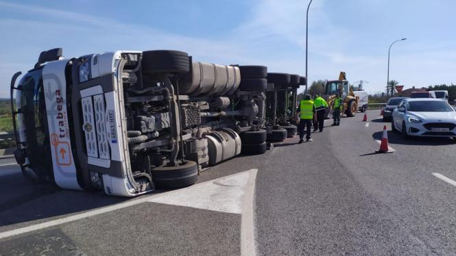 Der Unfall ereignete sich an einem Kreisverkehr in Inca.