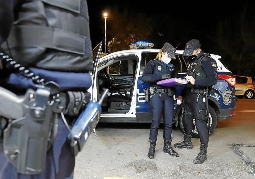 Verstöße gegen die Corona-Beschränkungen hielten auf Mallorca am Wochenende die Polizei auf Trab. (Symbolfoto)