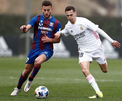 Gegen den Tabellenvierten Real Madrid Castilla (rechts) gelang Poblense ein 1:1-Remis.