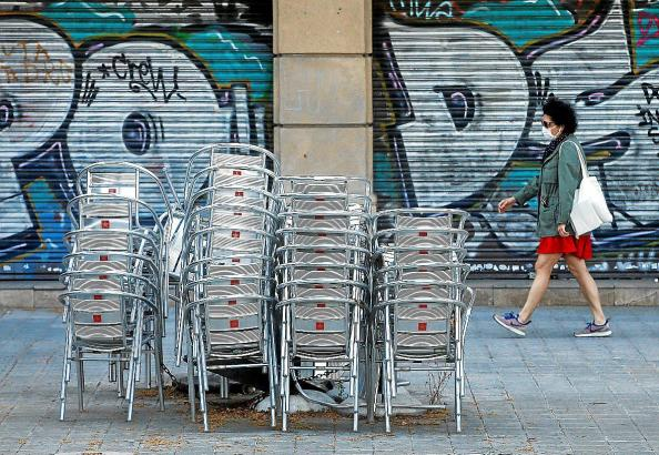 Mehr als 10.000 Mitarbeiter der Gastronomie- und Handelsbranche waren aufgrund von COVID krankgeschrieben.