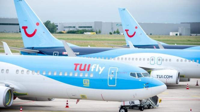 Blick auf Flieger von Tuifly.