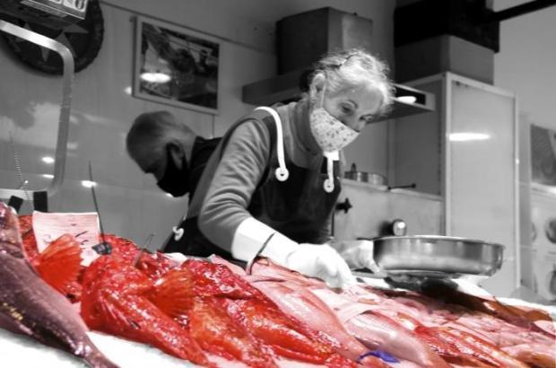 Das ist das Siegesfoto: Fischerin Alicia bei der Arbeit.
