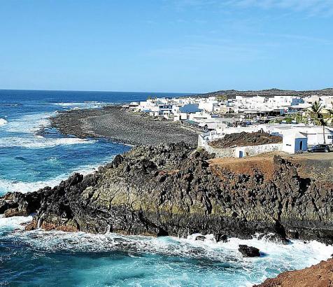 Rot, schwarz, braun: die auf dem Weg zum Meer erstarrten Lavaströme bilden das Herz der Insel Lanzarote.