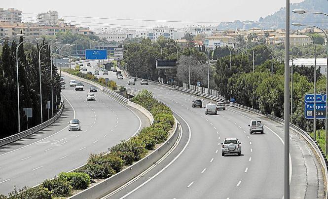Auch in der Inselhauptstadt ist auf den Straßen weniger los.