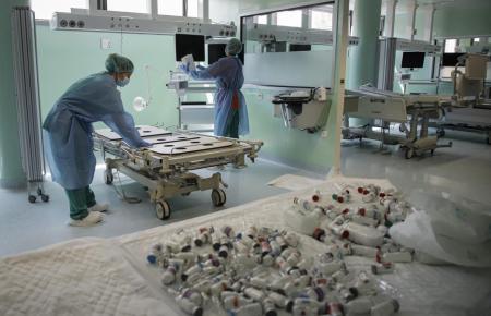 Corona-Personal in einem Krankenhaus auf Mallorca.