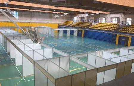Im Sportzentrum Germans Escales in Palma stehen erste sogenannte Impf-Boxen.