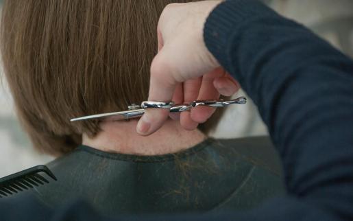 Wer sich am Sonntag auf Mallorca die Haare schneiden lässt, der kann damit etwas Gutes tun.